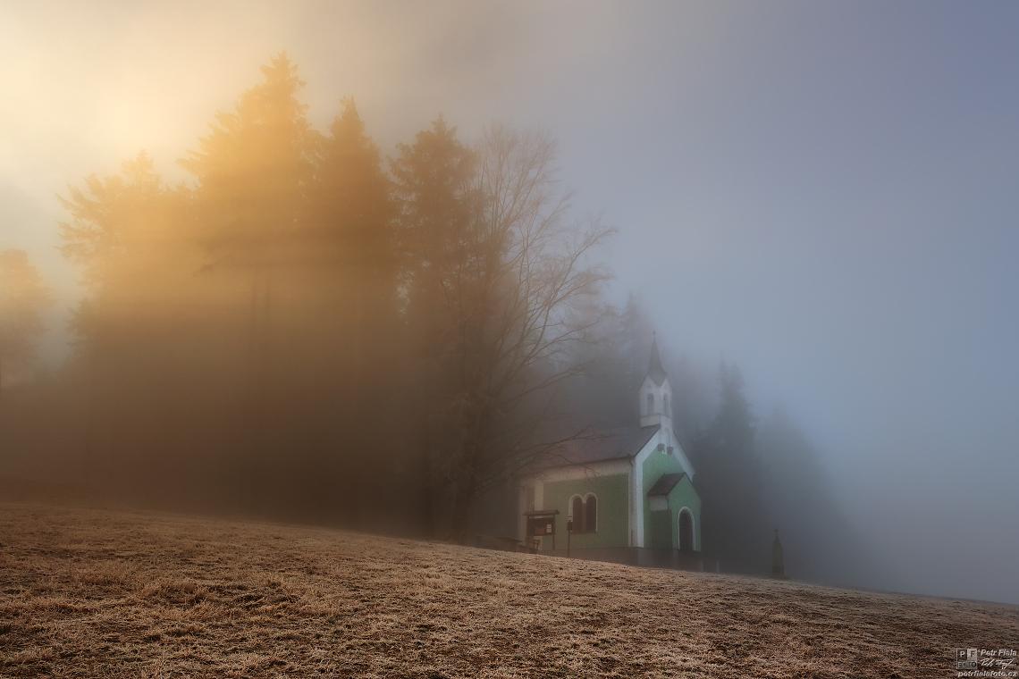 Světlo u kaple   Petr Fiala