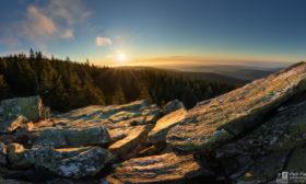 Svítání na kamenech
