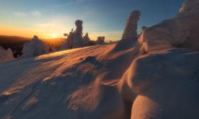Zimní slunečný rozbřesk