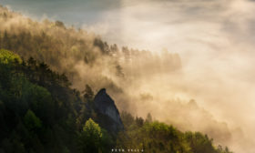 Světlo v krajině Suľovských skal