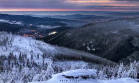 Pohled z hor do údolí