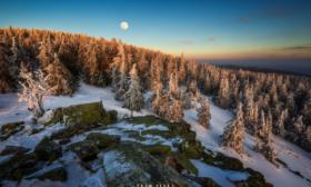 Ztracené kameny a Měsíc